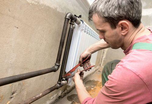 Монтаж радиатора отопления в квартире в Одинцово