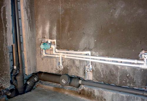 Монтаж труб канализации в ванной в Одинцово