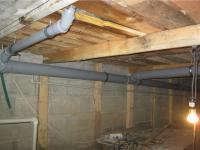 Монтаж труб канализации в коттедже