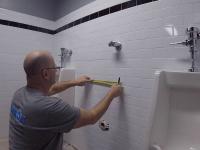 Установка писсуара в ванной