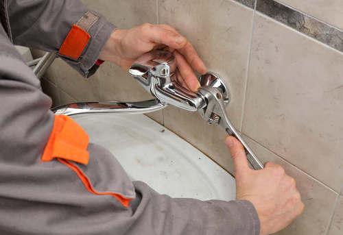 Установка смесителя в ванной в Одинцово