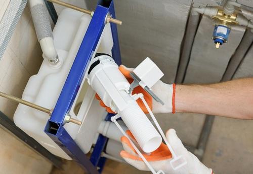Замена сливной арматуры на подвесном унитазе в Одинцово